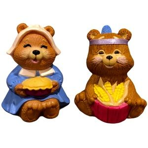 Vintage Hallmark Miniature Pilgrim Bear Couple